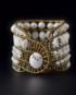 A-ziio-bracelet-bianchissimo-large-sfondo-nero-compressor